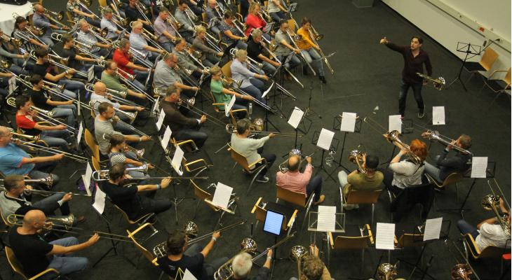 Jörgen van Rijen aan de slag met 100 trombonisten