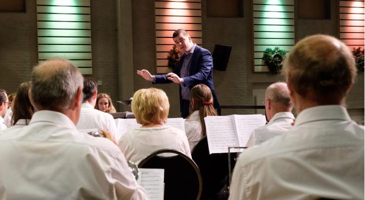 Thom Roosen (27) nieuwe dirigent in Someren-Heide