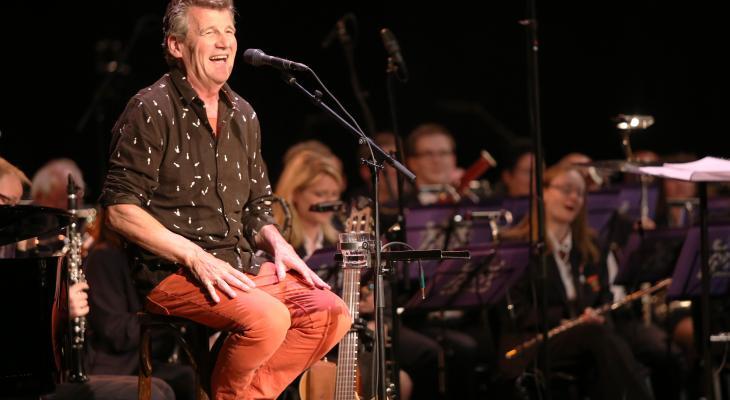 Gé Reinders zingt Hel Genog Gewerk met Orpheus Tilburg