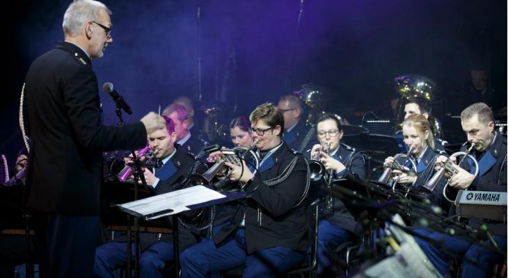 Orkest Koninklijke Marechaussee met Militairy Legends