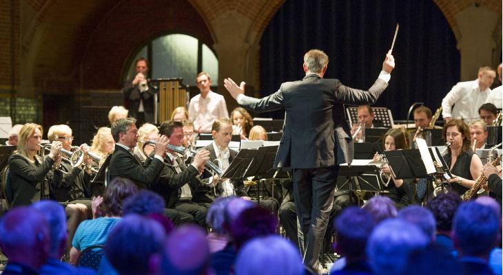 Fonkelend kerstconcert met Amsterdam Brass en De Eendracht Den Ilp