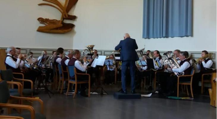 Brassband De Woldklank Steenwijkerwold zoekt dirigent