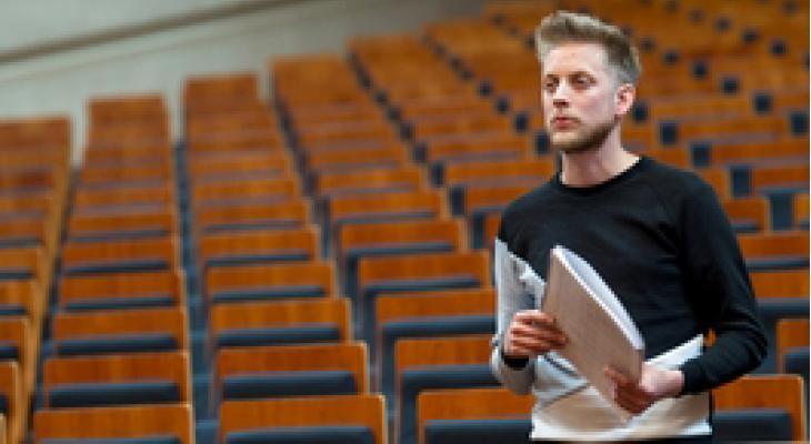 Componist Stan Nieuwenhuis neemt A Buoy onder de loep