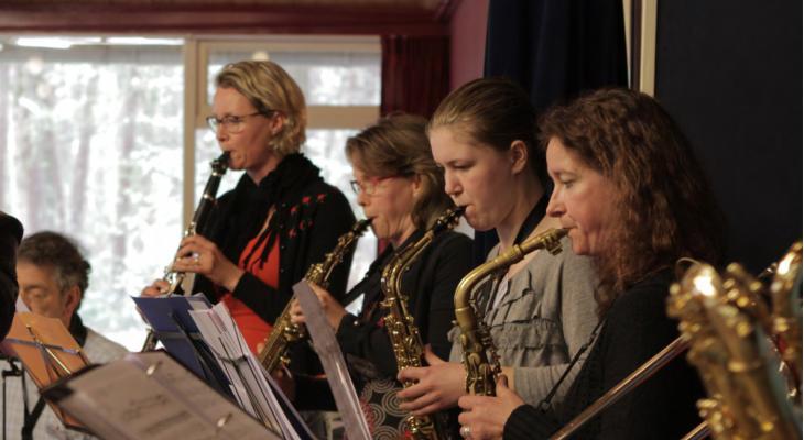 Huismuziek biedt 55 fysieke cursussen aan, ook voor blazers