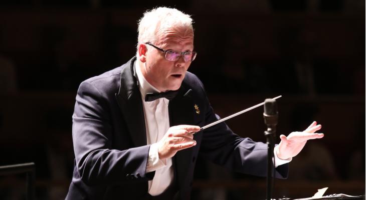 Gelders Fanfare Orkest gokt op volle bak in lege zaal