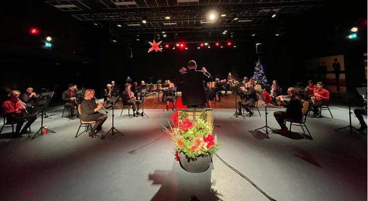 Muziekvereniging Rotterdam aan Zee brengt kerst aan huis