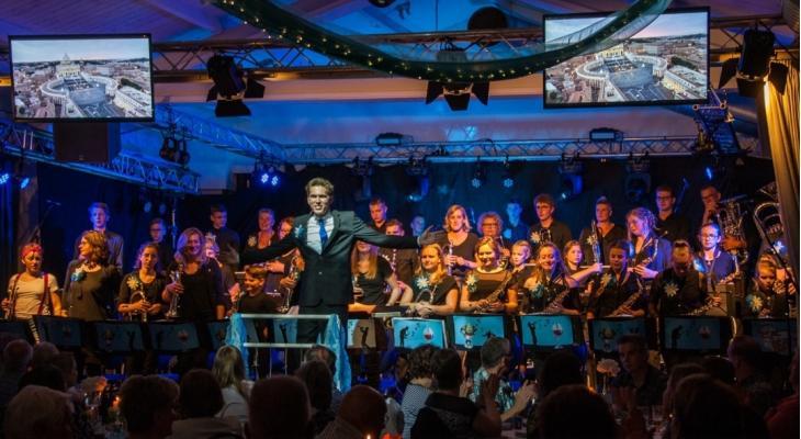 Helpt Elkander Afferden zoekt dirigent voor studieorkest