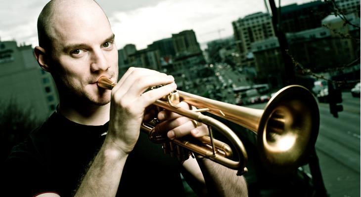 Vandaag: toptrompettist Adam Rapa in bootcamp en concert