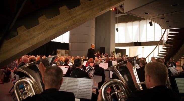 Stratums Muziekkorps en Philips Harmonie samen in Evoluon