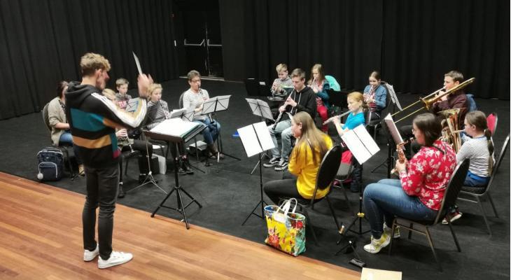 De Harmonie Barneveld zoekt dirigent/muzikaal (jeugd-)leider m/v