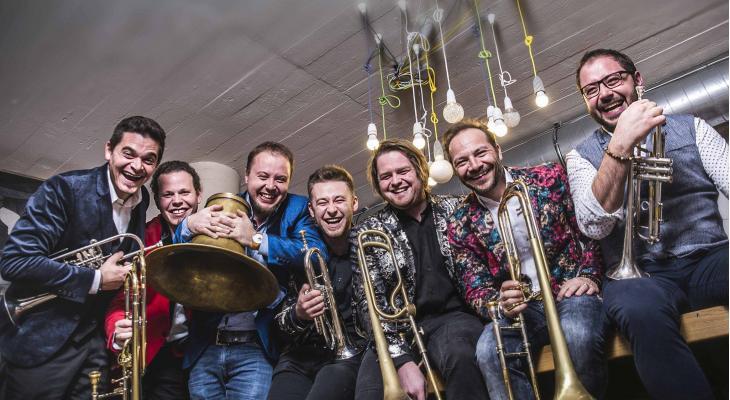 Da Blechhauf'n met jubileumshow in Surhuisterveen