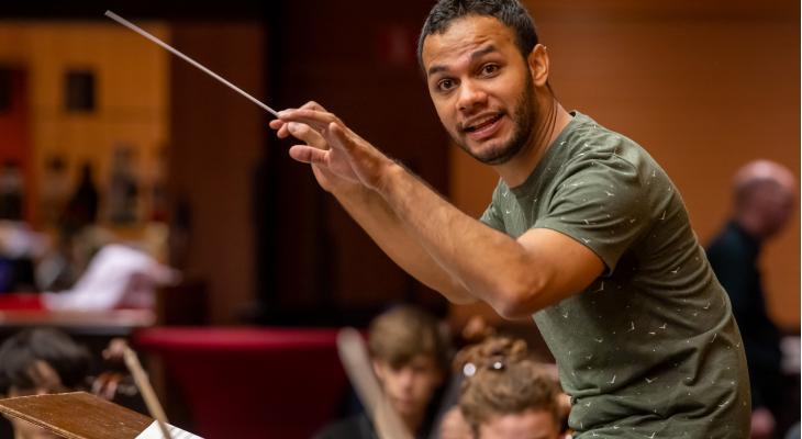 Samuel Aguirre leidt Symfonieorkest Helmond-Venray