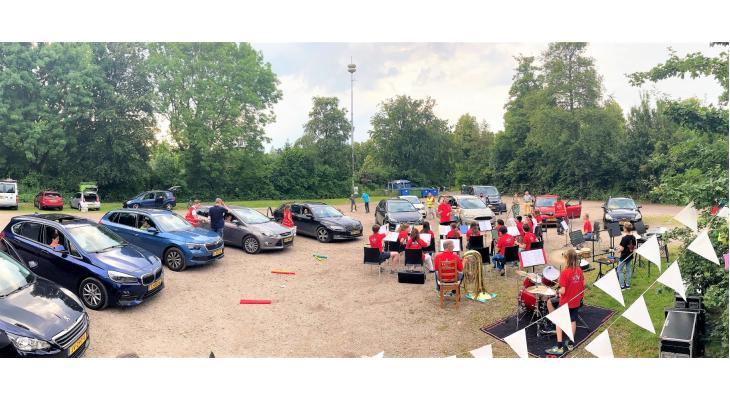 Utrechtse jeugd bedenkt interactief coronaproof drive-in-concert