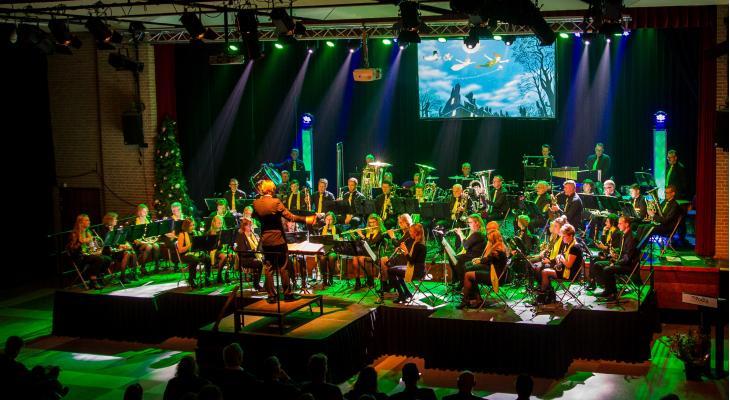 Uni Katwijk met accordeonist in Latin Music & Tapas!