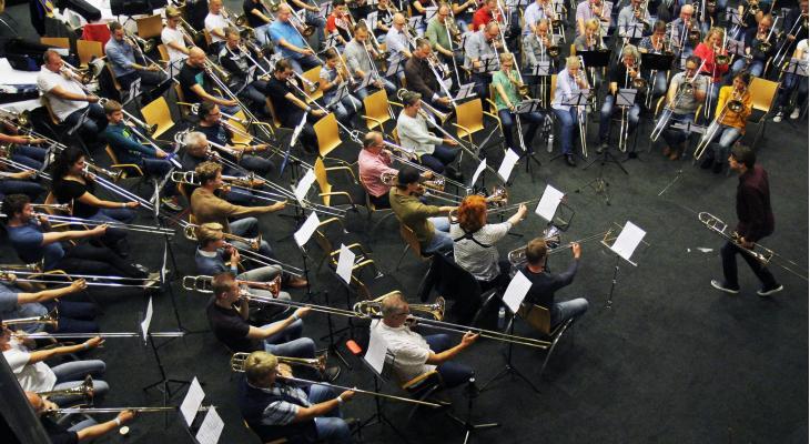 Optreden van 100 trombonisten tijdens Taptoe 2019