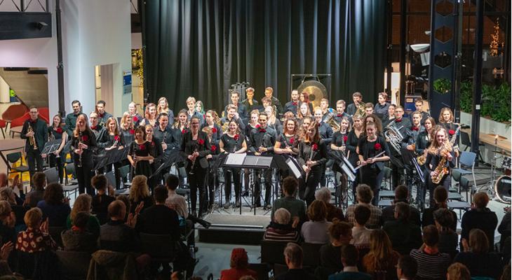 Studentenharmonieorkest QHarmony zoekt dirigent(e)