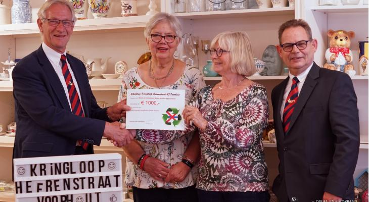 Donatie voor Adest Musica van Kringloop Voorhout