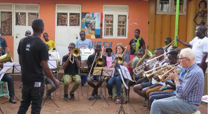 Muziek houdt Oegandese jeugd op het rechte pad