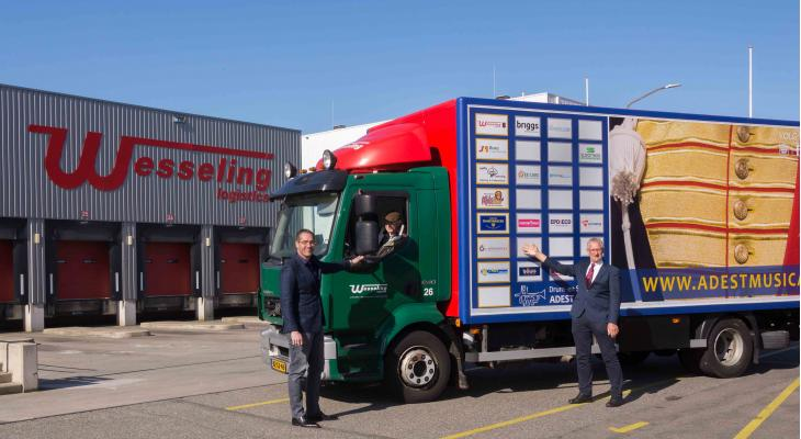 Nieuwe vrachtwagen voor Adest Musica