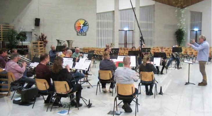 Kerstliederen door Beatrix en Semper Crescendo Langeveen