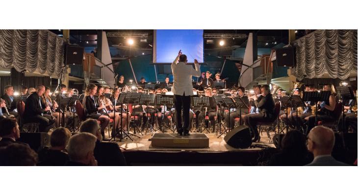 Buitenconcert door muziekvereniging Maasmuziek