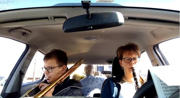 Drive-in concert met 'Froh & Pfizer'