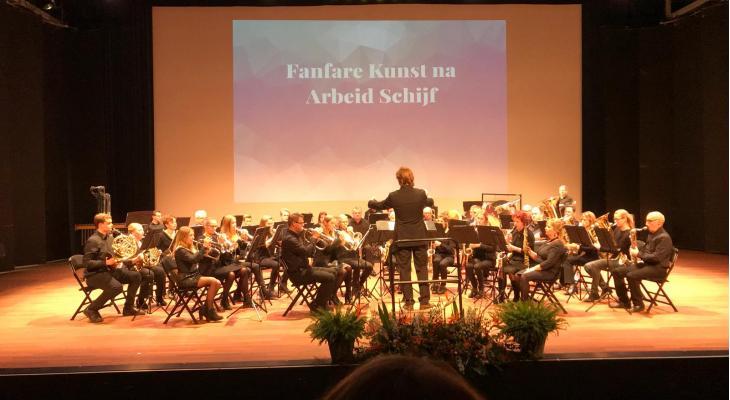 Kunst Na Arbeid Schijf zoekt dirigent