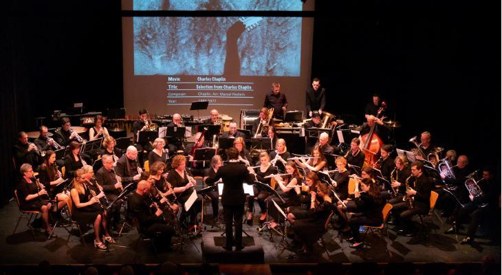 Harmonie Arti Alphen start projectorkest voor kerst