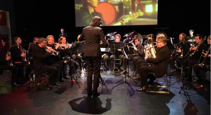 Brassband Almere maakt muzikale reis