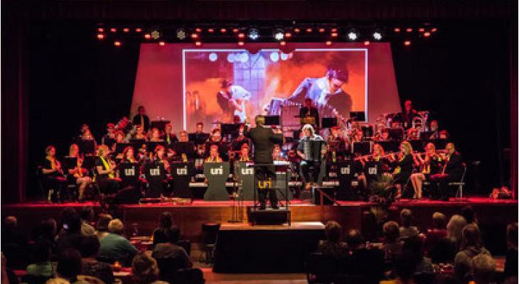 UNI Katwijk viert kerst met mezzosopraan Maria den Hertog