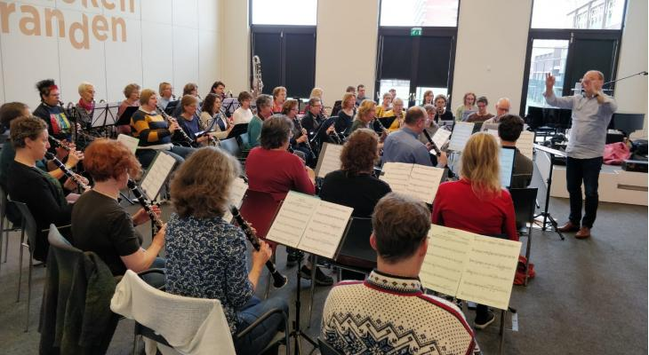 Concert Licht door klarinetensemble Hart van Hout