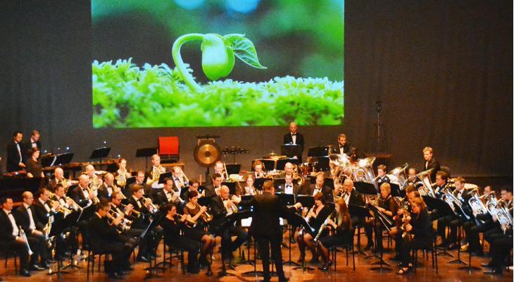 Limburgs Fanfare Orkest speelt Queen Symphony met 200 zangers