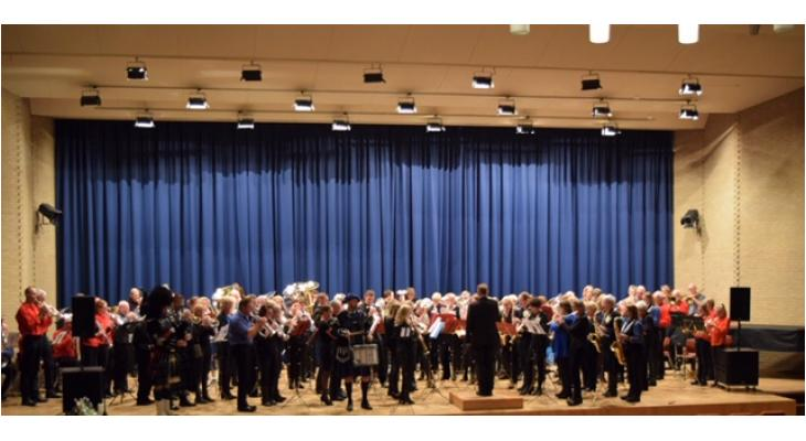 150 Heerenveense muzikanten spelen Grutsk