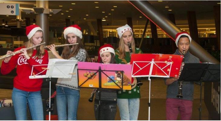 Arti brengt kerstgroet op bestelling