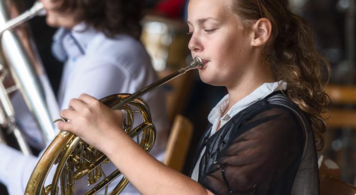 Verzekeringsmaatschappij schenkt instrumenten aan muziekverenigingen