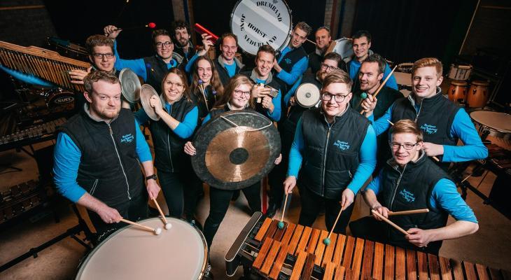 Kerstconcert doorDrumband Jong Nederland met koor en zangsoliste