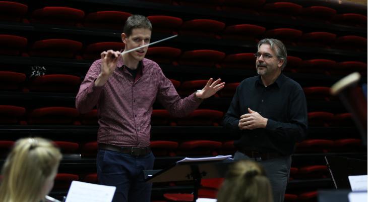Assistent-dirigent: een waardevolle hulp
