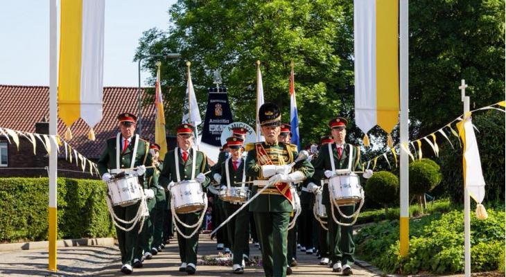 Klaroenkorps en Harmonie Amicitia Banholt zoeken een tambour-maître